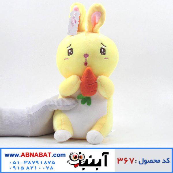 عروسک خرگوش هویج به دست